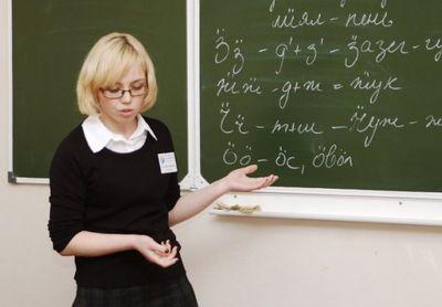 Учителям Удмуртии с 1 сентября поднимут зарплату