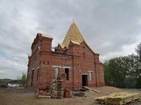 В Бураново продолжается строительство храма
