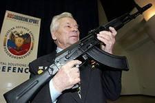 Первым обладателем памятного знака «День оружейника» стал Михаил Калашников